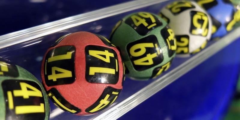 Jackpot nicht genug: Gewinnerin bezieht weiterhin Sozialhilfe